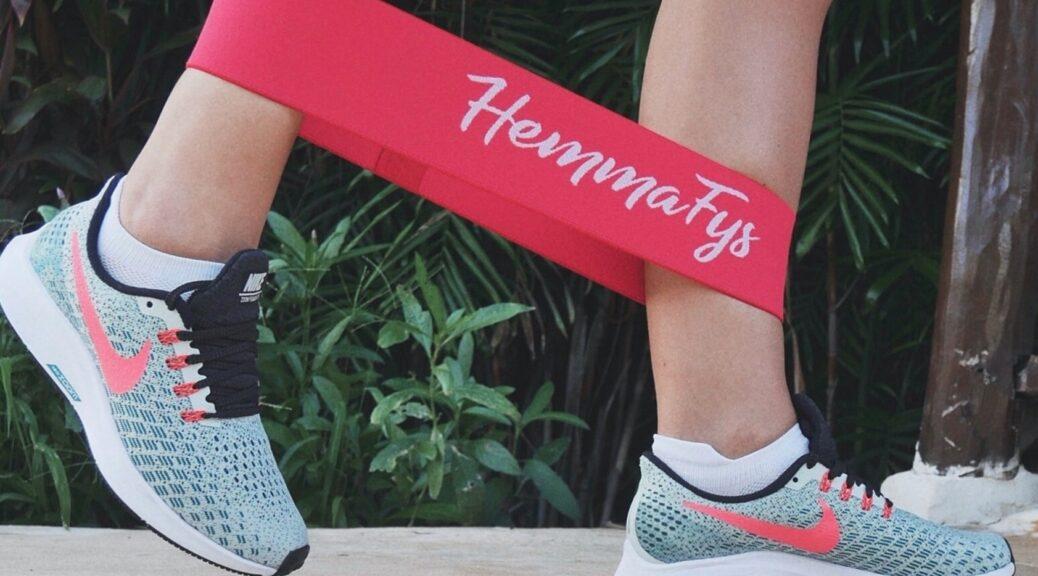 szabadtéri edzőgépek, gumikötél lábakon